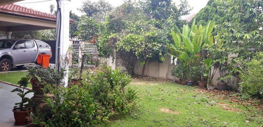 Teres Setingkat Setengah Taman Universiti, Kelana Jaya